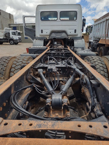 - Mercedes-benz Axor 2831 6x4 Ano 2011  Chassi  Traçado