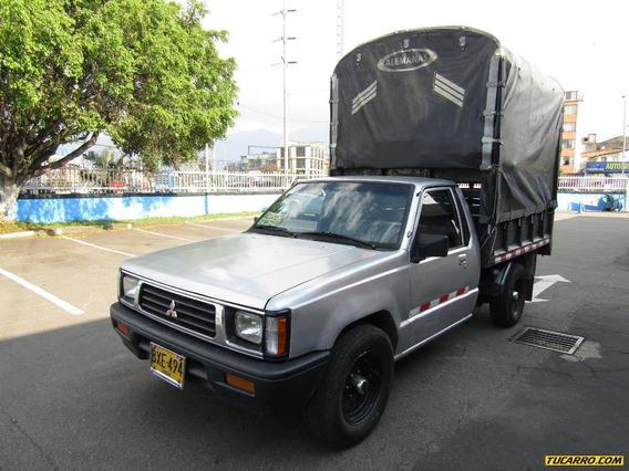 Mitsubishi L200 Estacas