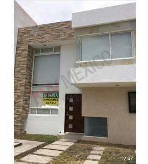Casa En Renta En El Fraccionamiento El Refugio En Calle Abierta, En Querètaro., Qro.