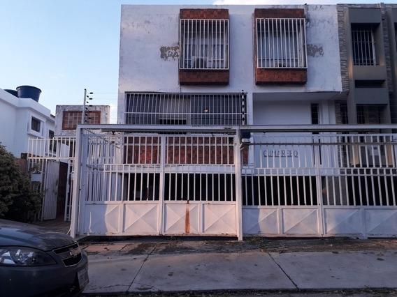 Espectacular Aparto-quinta En Calle Cerrada