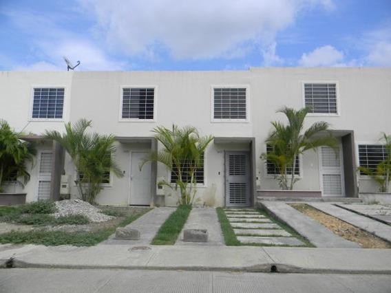 Casa En Venta La Ensenada Barquisimeto 21-4888 Jcg