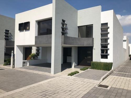 Casa En Venta En Fraccionamiento Aria En Metepec