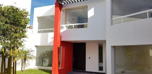 Preciosa Casa Venta En Fraccionamiento Privado En Milenio Iii Queretaro