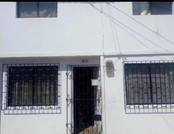Casa De Dos Plantas Ubicada En La Ciudadela 20 De Julio