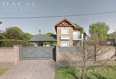 Casa En Venta En City Bell Calle 449 E/ 24 Y 26 Dacal Bienes Raices