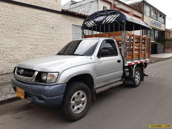 Toyota Hilux 4x4 Estacas