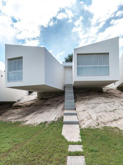 Casa De 2 Dormitorios En Complejo. Villa Del Lago, Carlos Paz