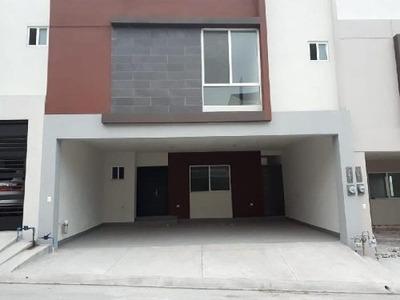 Casa Nueva En Renta Puerta De Hierro Sector Linces Con Amenidades Y Alberca