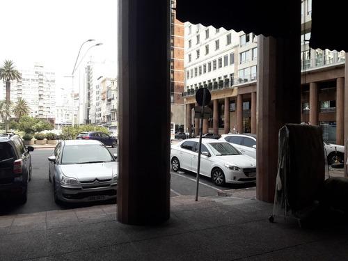 Local Comercial En Plaza Independencia, Excelente Ubicación!