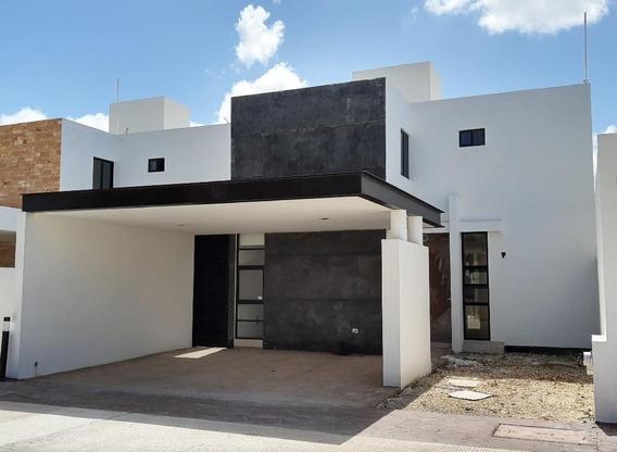 Casa En Renta En Privada Fontana Con 4 Recámaras Y Alberca, Mérida,yucatán