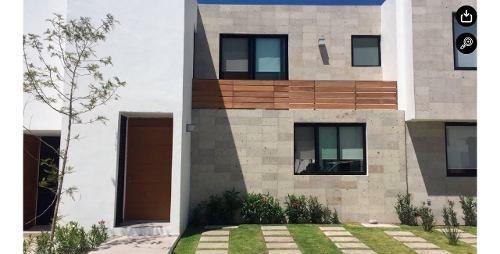 Casa En Renta En Santa Fe Juriquilla, 2 Rec., 2 1/2 Baños, Sup. 180 M2.