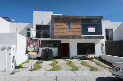 Casa Habitación En Venta, En Zibata Querétaro
