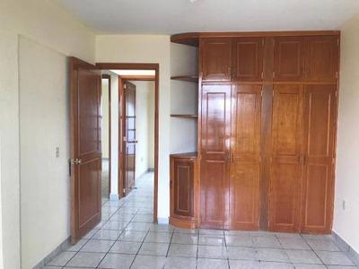 Casa En Candiles Ubicacion, Grandes Habitaciones Con Cuarto De Servicio