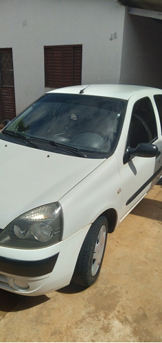 Imagem 1 de 11 de Renault Clio 2004 1.0 16v Authentique 5p