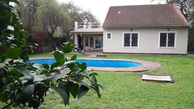 Casa Quinta De 4 Dormitorios Y 3 Baños Con Pileta