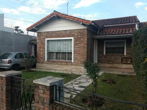 Casa En Venta Varios Ambiente - Castelar Norte  Residencial