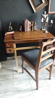 Escritorio Hecho De Mueble De Máquina De Coser Antigua