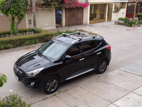 Camioneta Negra Hyundai Tucson 4 X 2.