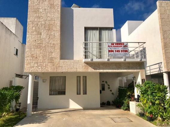 Casa En Venta Por Xcaret / Beautiful House For Sale