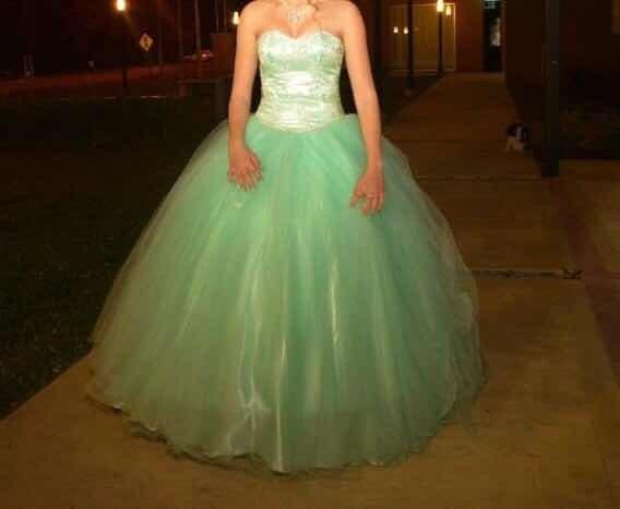 Vestido De 15 Verde Agua Con Corset Bordado A Mano