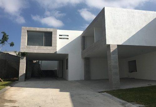 Residencia De Autor En Real De Juriquilla, Privada Con 5 Casas, Acabados Premium