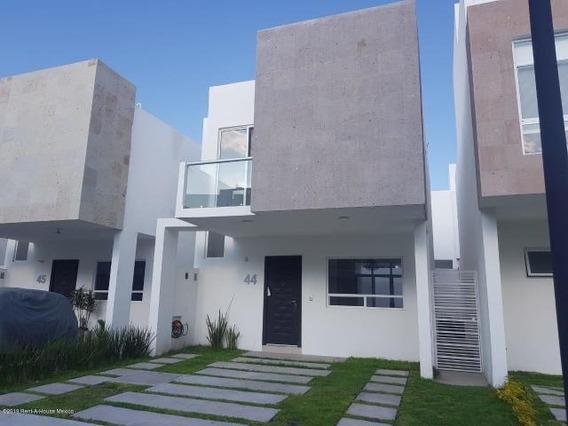 Casa En Renta En El Refugio # 19-2077