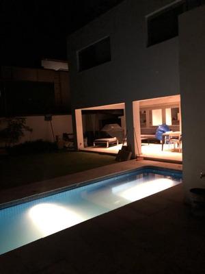 Casa En Venta Dentro De Valle Real Con 4 Recamaras