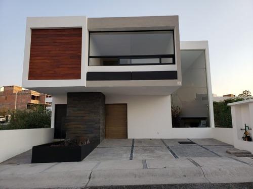 Preciosa Casa, Doble Altura, Amplios Espacios En Zibata