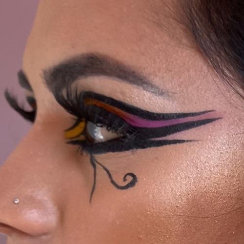 Imagem 1 de 5 de Maquiagem Profissional