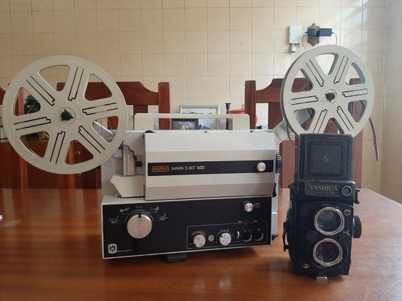 Projetor Antigo E Câmera Antiga