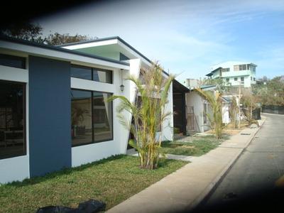Casa De Un Piso En Condominio En Los Colegios