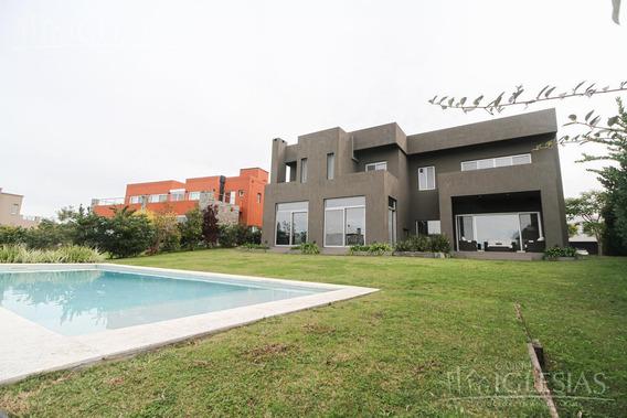 Casa Al Lago En Venta Con 4 Dormitorios En Lagos Del Golf, Nordelta