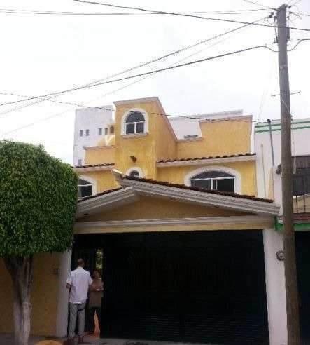 Ubicada En Una Exclusiva Zona De Querétaro, A Sólo 5 Minutos