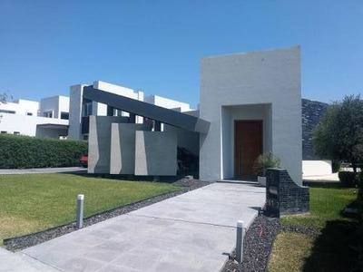 Casa Sola En Venta El Campanario (fracc.)
