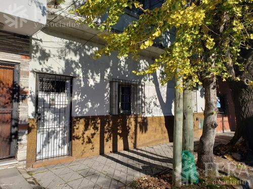 Imagen 1 de 15 de Venta De Casa De 4 Ambientes Con Quincho Con Parrilla Y Terraza En Bernal Este (27955)