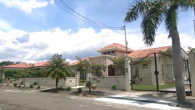 Hermosa Casa A La Venta O Renta En La Guacima