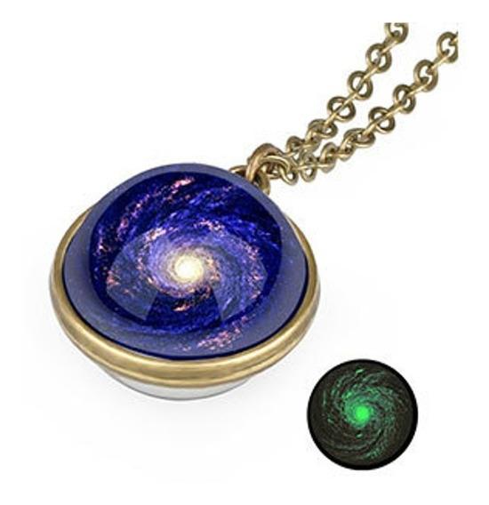 Lindo Colar Pingente Brilha Escuro Esfera Galaxia Azul