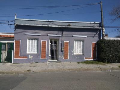 Casa En Barrio Perez Castellano 300mts