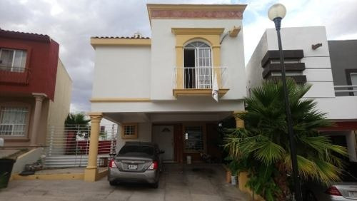 Bonita Casa Con 2 Balcones, 1/2 Baño En El Patio, Frente A Parque Ampliada, En Fraccionamiento Priva