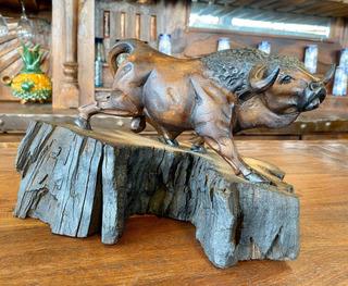 Escultura De Toro En Madera Nogal Estilo Antiguo.