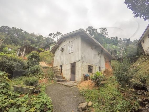 Casa Mista Mobiliada Na Agua Verde Com 90m², 03 Dormitórios E Demais Dependências. - 3575817v
