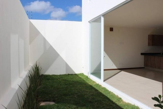 Renta Casa Amplia Con Seguridad En Soare Ii, Zapopan En Paseo Solares