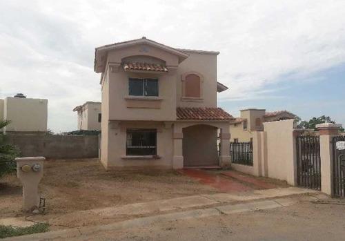 Casa En Puerta Real Residencial Con Terreno Excedente