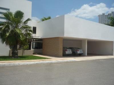 Residencia De Lujo, En Privada De Altabrisa.