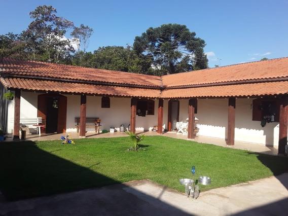 Casa Com 2 Quartos Sendo 1 Suíte, Edícula, Churrasqueira.