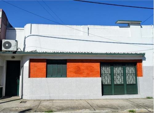 Imagen 1 de 14 de Casa De 5 Ambientes 4 Dormitorios Y Dos Baños