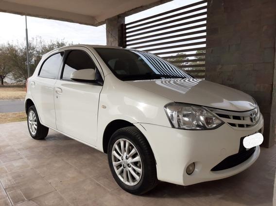 Toyota Etios Xls - Motor 1.5 - 2014 - Blanco - 5 Puertas