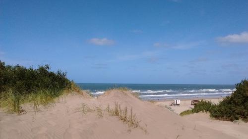 Imagen 1 de 14 de Primera Línea De Mar. Acceso Directo A La Playa.