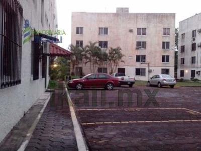 Venta De Departamento En Poza Rica. Ubicada En La Calle Álamo 530 Edificio C, No. 1. En Planta Baja, Cuenta Con 3 Recamaras, 1 Baño Completo, Sala, Comedor, Cocina, Jardín, Lavadero, Patio, Pozo. Muy