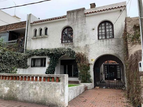 Casa 5 Dormitorios,3 Baños Y Cochera Para 3 Autos .
